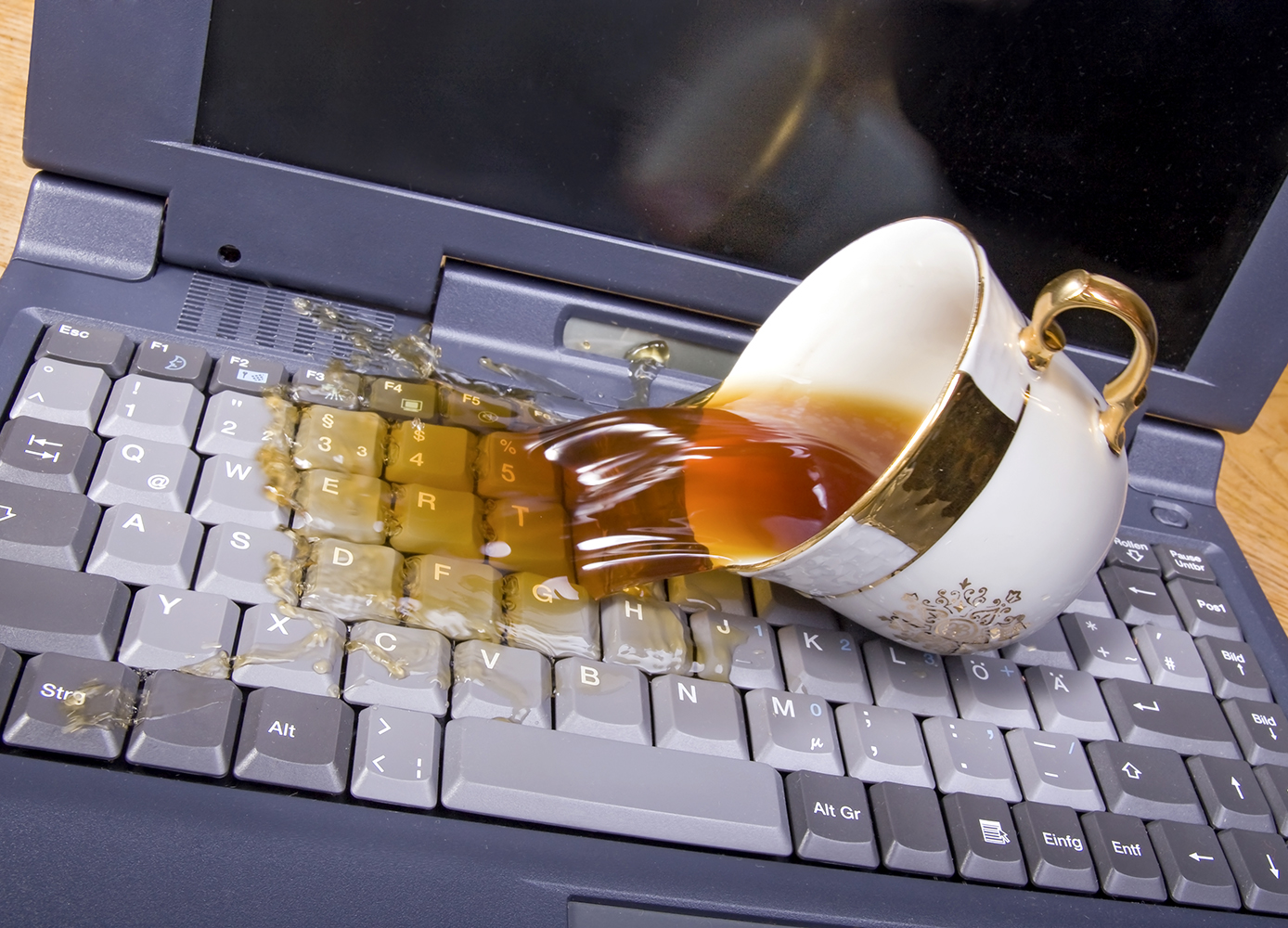 DID YOU GET WATER ON YOUR LAPTOP? CHECK HOW TO SAVE IT IN TIME