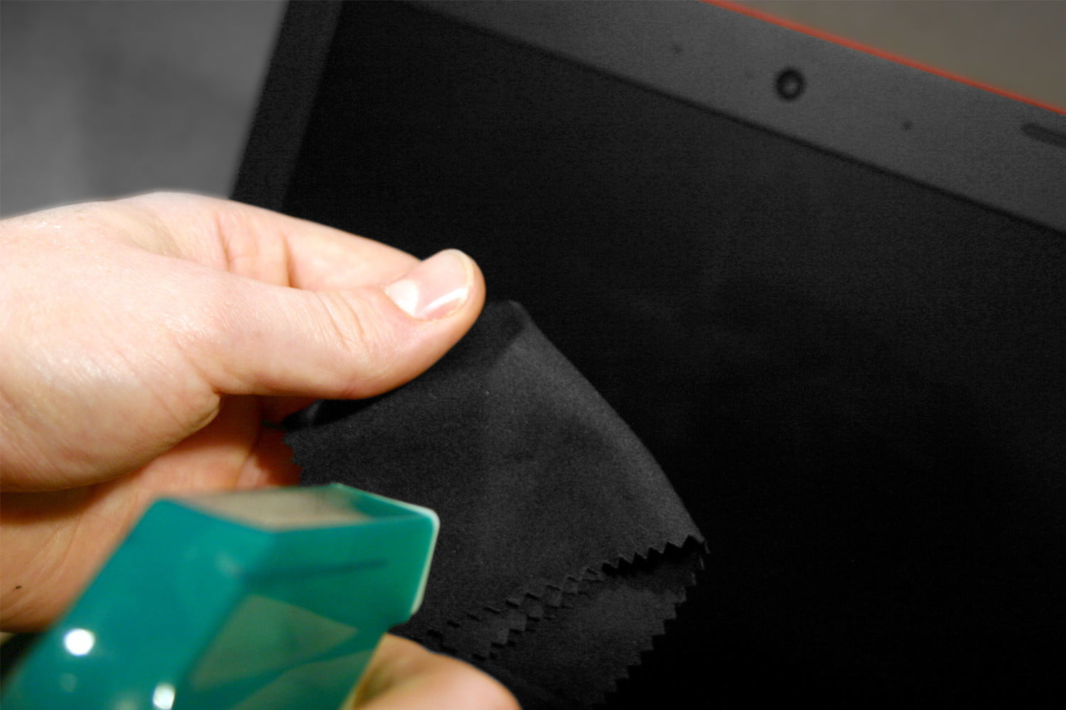 How To Clean The Laptop Screen Without Damaging It